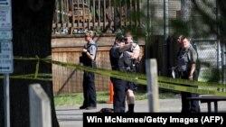 Policia dhe hetuesit në vendin e sulmit të një personi të armatosur kundër politikanëve republikanë në Aleksandria të Virgjinias