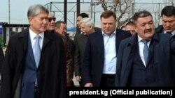 Алмазбек Атамбаев (слева) и Албек Ибраимов (справа).