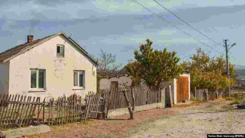Дома в селе, как правило, частные и одноэтажные