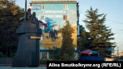 Изображение Владимира Путина на доме в Севастополе