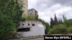 Артиллерийский ДОТ №31 на проспекте Генерала Острякова рядом с домом № 182