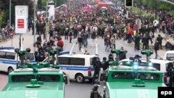 Полиция обещает применить «новую тактику» при рассеивании демонстрантов