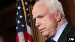 سناتور مککین از هواداران سرسخت دخالت مستقیم آمریکا به شکل نظامی در خاک سوریه است
