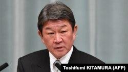 توشیمیتسو موتـِگی، بهتازگی از سوی شینزو آبه بهعنوان وزیر خارجه ژاپن برگزیده شدهاست.