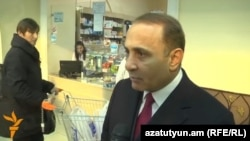 Armenia - Prime Minister Hovik Abrahamian talks to the press at a Yerevan supermarket, 18Dec2014.