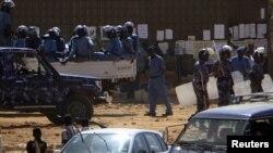 Якшанба куни норозилик намойишлардан сўнг полиция Хартум шаҳрида назоратни кучайтирди.