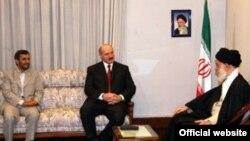 Александр Лукашенко активно ищет альтернативу российскому союзнику. Президент Белоруссии с первыми лицами Ирана