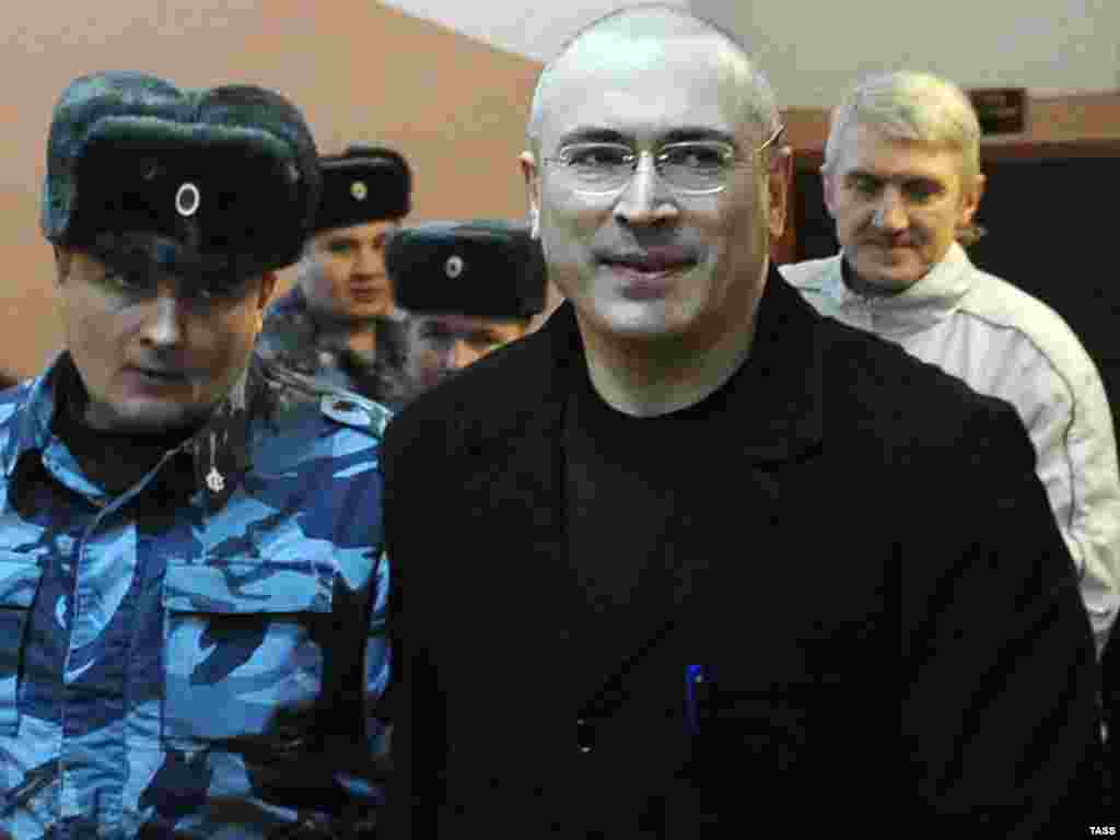 Escorted with his business partner Platon Lebedev to a court in Moscow on January 11, 2010
