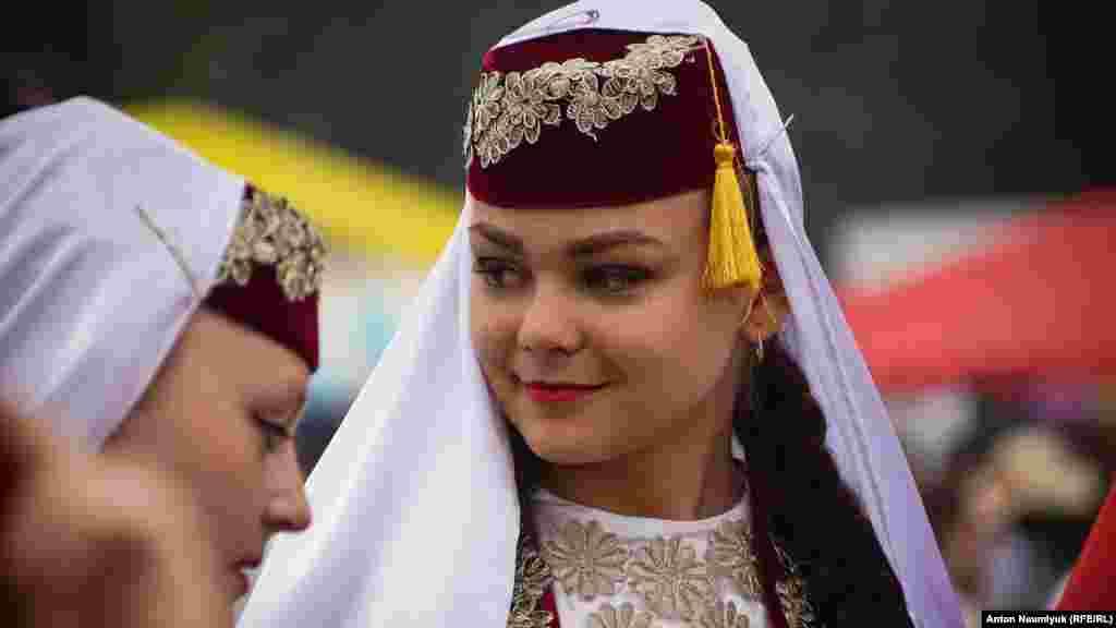 Глава Крыма Сергей Аксенов объявил со сцены, что символом праздника в этом году станет гигантская женская феска