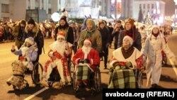 ФОТА: Дзяды-маразы на інвалідных вазках зладзілі акцыю ў Менску