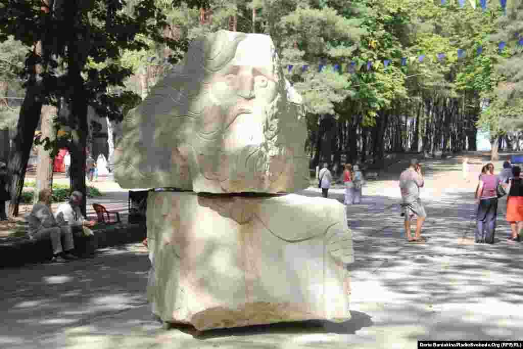 «Король Лір» львів'янина Андрія Дацка. Скульптура-переможець, яка здобула одне з відразу двох перших місць