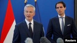 Министр экономики и финансов Франции Бруно Ле Мэр (слева).