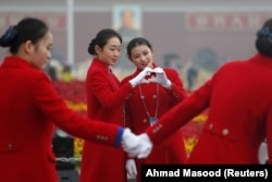 На улицах Пекина во время открытия съезда КПК
