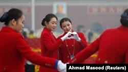 На улицах Пекина во время открытия съезда Компартии Китая. 18 октября 2017 года.