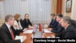 La întrevederea dintre ambasadoarea Marii britanice și liderul separatist de la Tiraspol