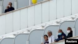 Иокогама портунда токтоп турган «Даймон принц» лайнеринин жүргүнчүлөрү. Февраль, 2020-жыл.