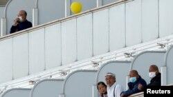 Круизный лайнер Diamond Princess во время пребывания на карантине.