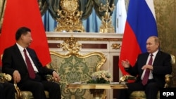 Президент Китая Си Цзиньпин и президент России Владимир Путин на встрече в Кремле 4 июля 2017 года.