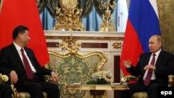 Ресей президенті Владимир Путин мен Қытай төрағасы Си Цзиньпиннің кездесуі. Мәскеу, 4 шілде 2017 жыл.