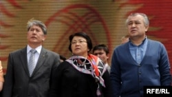 Prime Minister Almazbek Atambaev (left) and opposition leader Omurbek Tekebaev (right) are both hoping to succeed President Roza Otunbaeva.