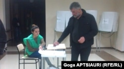 A voter casting his ballot in Georgia's presidential election on October 27.