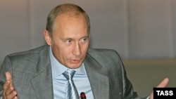 در گذشته نیز مقامات روسی دستکم دو بار از طرح های شکست خورده برای ترور آقای پوتین در سفرهای خارجی، گزارش داده اند.