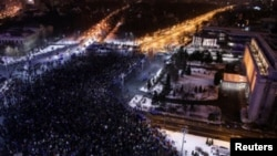 Бухаресттеги түнкү демонстрациянын көрүнүшү. 29-январь, 2017-жыл.