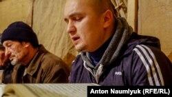 Кримські мусульмани провели дуа (колективну молитву) про звільнення політв'язнів у будинку Мусліма Алієва, обвинуваченого в участі в забороненій у Росії організації «Хізб ут-Тахрір», 11 лютого 2018 року