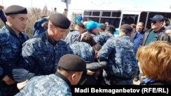 Задержания участников акции с требованием «освободить политзаключенных». Астана, 10 мая 2018 года.