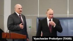 Alyaksandr Lukashenka və Vladimir Putin