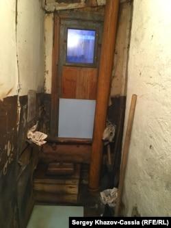 Суоярви. Общий туалет в многоквартирном доме