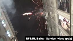 Pokušaj paljenja zastave Crne Gore na zgradi u čijem ulazu je i crnogorska Ambasada, Beograd