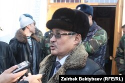 Турсунбек Акун на суде по апрельским событиям, 14 декабря 2011