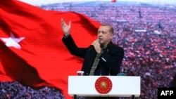 Turski predsjednik Recep Tayyip Erdogan na predreferendumskom skupu, Istanbul
