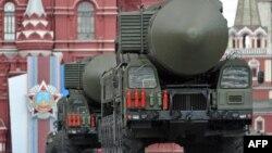 Міжконтинентальна балістична ракета «Тополь-М» на попередньому параді, 9 травня 2011 року