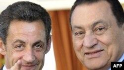 Predsednik Egipta Hosni Mubarak (desno) i predsednik Francuske Nikola Sarkozi (levo) predložili plan za zaustavljanje sukoba u Gazi