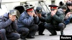 Милиция кызматкерлери Курман айт намазы окулган аянтта. Бишкек, 26-октябрь, 2012.