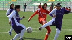 Матч между женскими футбольными командами. Кабул, 6 декабря 2013 года.