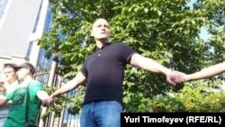 Сергей Удальцов на акции у Следственного комитета