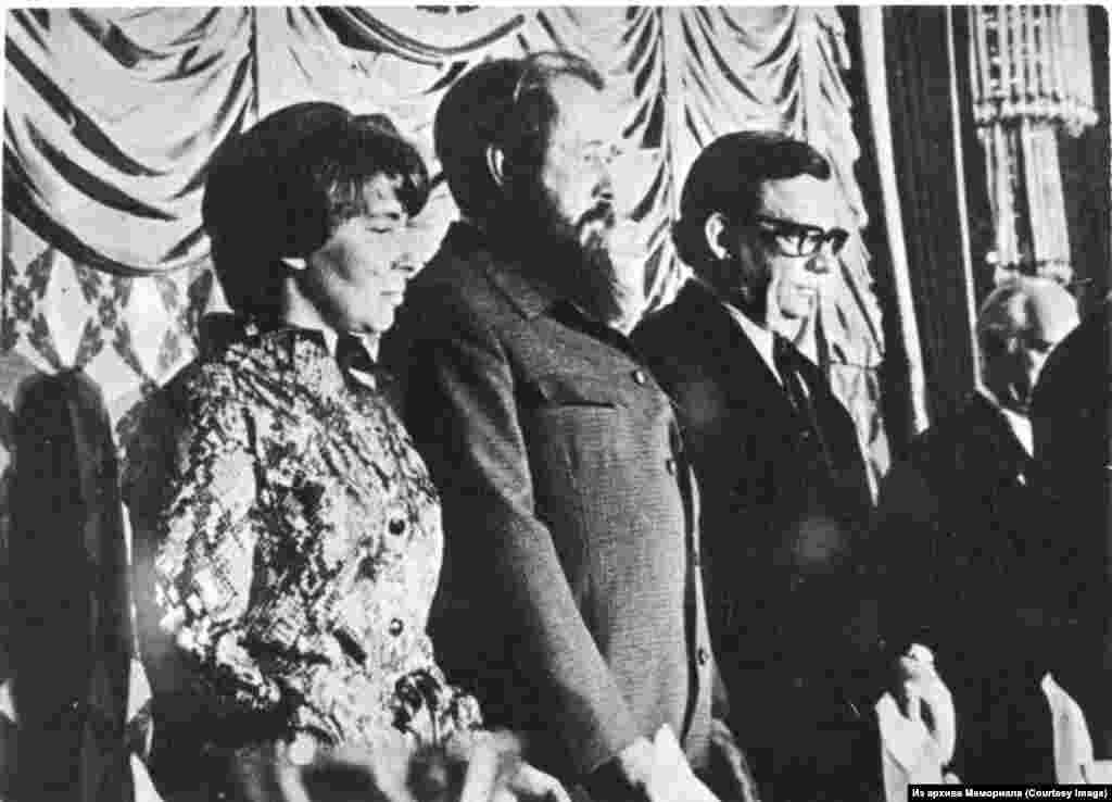 Александр Солженицын с женой Натальей Солженицыной на открытии Конгресса американских профсоюзов