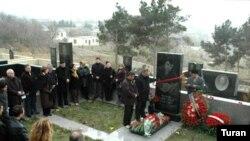 «Monitor» jurnalının baş redaktoru Elmar Hüseynov 2005-ci ilin martın 2-də qətlə yetirilib