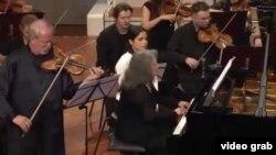 Gidon Kremer și Martha Argerich la concertul de la Berlin