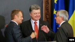 Avropa Şurasının sədri Donald Tusk, Ukrayna prezidenti Petro Poroshenko və Avropa Komissiyasının prezidenti Jean-Claude Juncker Kiyevdə görüşüblər.