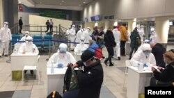 تدابیر جدی برای جلوگیری از گسترش شیوع ویروس کرونا در یکی از میدانهای هوایی روسیه. March 7, 2020