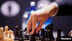 Шахмат боюнча дүйнө чемпионаты Нью-Йоркто өтүп жатат.