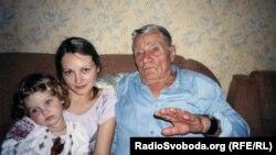 Іван Токар з родиною