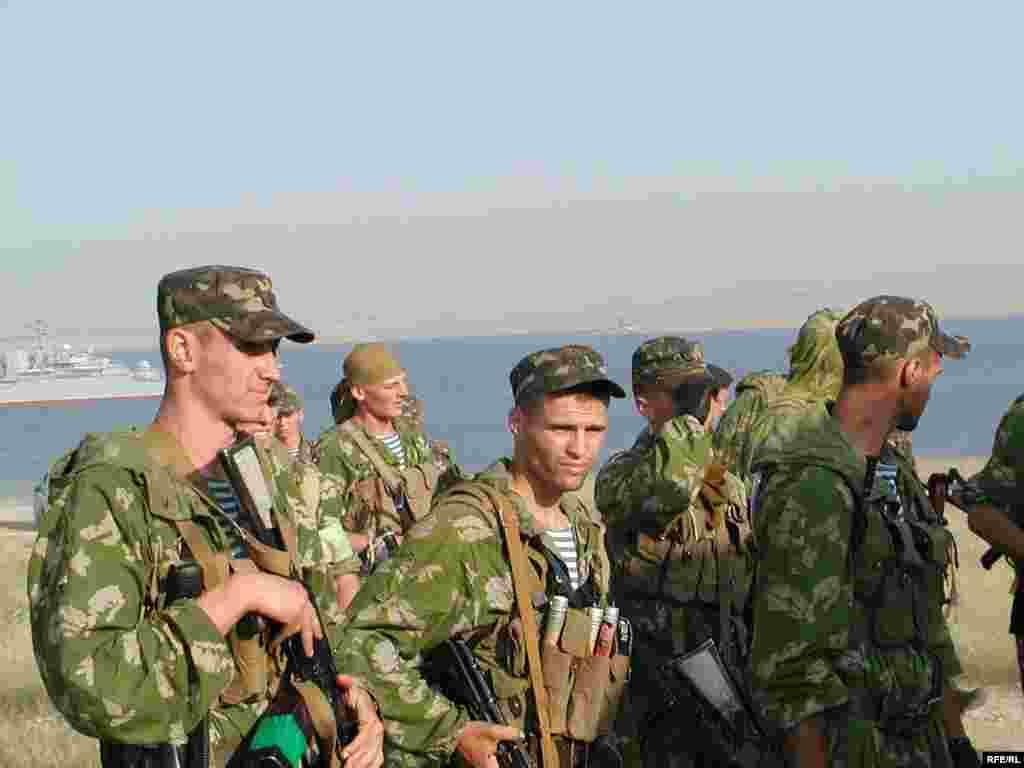 Українські морські піхотинці після висадки на узбережжя - Початок третього етапу маневрів: розгортання сил і проведення миротворчої операції
