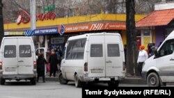 Микроавтобусы в центре Бишкека. Архивное фото.