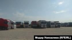 Фуры на границе Кыргызстана и Узбекистана. 22 мая 2019 года.