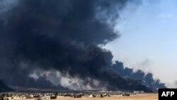 Իրաք - Հրդեհված նավթահոր Մոսուլի մերձակայքում, հոկտեմբեր, 2016թ․